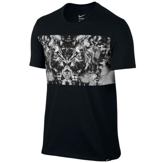 Другие товары NikeФутболка Nike LeBron Lion T-ShirtФутболка Nike из коллекции Kobe Bryant. Состав - 58% хлопок, 42% полиэстер.<br><br>Цвет: Чёрный<br>Выберите размер US: XL