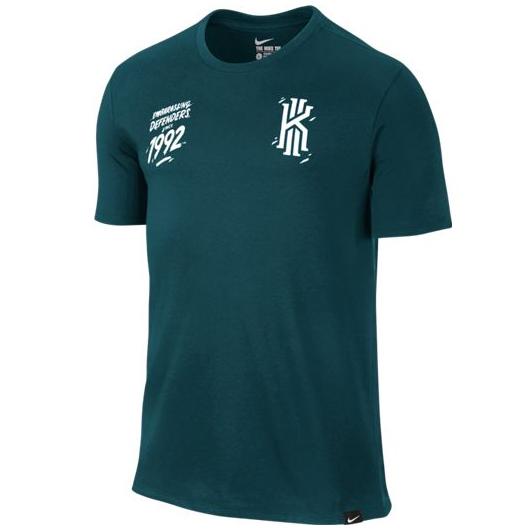 Другие товары NikeФутболка Nike Kyrie Since apos;92 T-ShirtФутболка Nike из коллекции Kobe Bryant. Состав - 58% хлопок, 42% полиэстер.<br><br>Цвет: Зелёный<br>Выберите размер US: 2XL