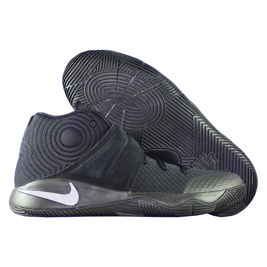 Кроссовки NikeКроссовки детские баскетбольные Nike Kyrie 2 quot;Tripple Blackquot; GSПервые именные кроссовки игрока НБА Кайри Ирвинга! Модель создана для очень быстрых и активных игроков. Она лёгкая, прочтая и удобная, обладает хорошей амортизацией. Подходит для игры на любой позиции.<br><br>Цвет: Чёрный<br>Выберите размер US: 3,5|4|4,5|5