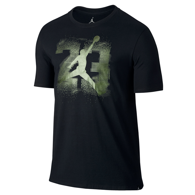 Другие товары JordanФутболка Air Jordan 13 Elevated T-ShirtФутболка Jordan Brand. Материал 100% хлопок<br><br>Цвет: Чёрный<br>Выберите размер US: M|L