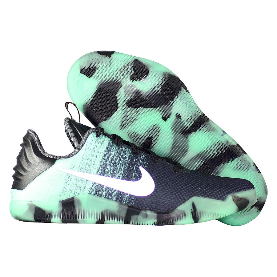 Кроссовки NikeКроссовки детские баскетбольные Nike Kobe 11 (XI) Elite Low All Star GSБаскетбольные кроссовки звезды НБА - Коби Брайанта, юбилейная десятая модель! Корпус выполнен из лёгких синтетических материалов, для амортизации использован баллон Zoom. Низкий профиль обеспечивает свободу игроку. Хороший выбор для занятий баскетболом!<br><br>Цвет: Зелёный<br>Выберите размер US: 4