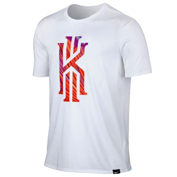 Другие товары NikeФутболка баскетбольная Nike Kyrie 6 TeeФутболка Nike из коллекции Kobe Bryant. Состав - 58% хлопок, 42% полиэстер.<br><br>Цвет: Белый<br>Выберите размер US: S
