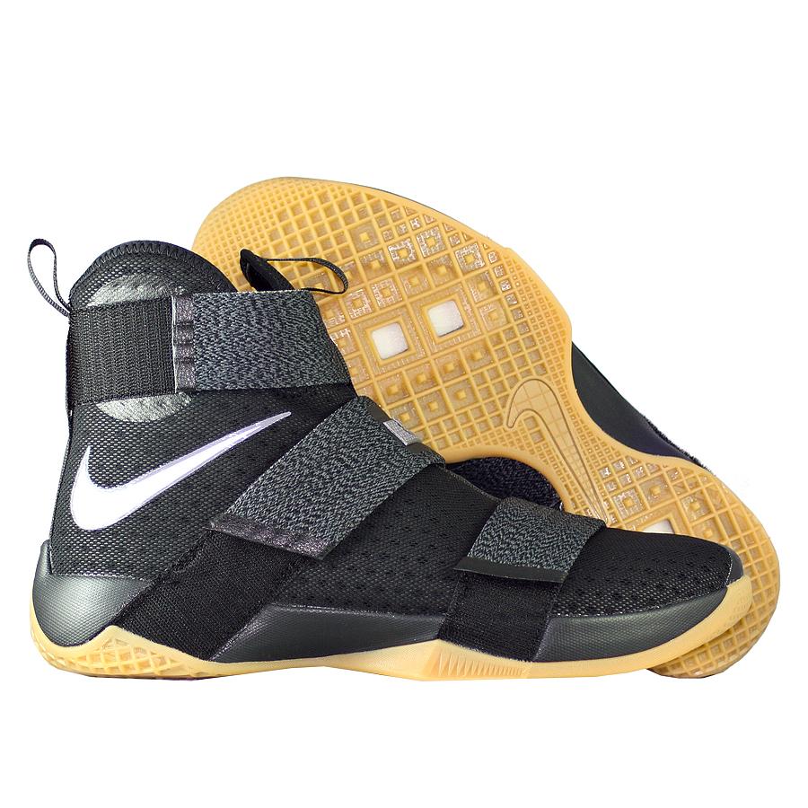 Кроссовки NikeКроссовки баскетбольные Nike LeBron Soldier 10 SFG quot;Black Gumquot;<br><br>Цвет: Чёрный<br>Выберите размер US: 11