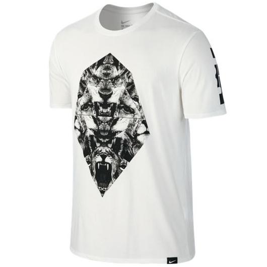 Другие товары NikeФутболка Nike LeBron Art 2 T-ShirtФутболка Nike из коллекции Kobe Bryant. Состав - 58% хлопок, 42% полиэстер.<br><br>Цвет: Белый<br>Выберите размер US: M|L|XL|2XL