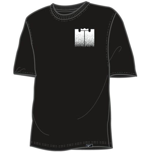 Другие товары NikeФутболка Nike LeBron Brand Mark 1 T-ShirtФутболка Nike из коллекции Kobe Bryant. Состав - 58% хлопок, 42% полиэстер.<br><br>Цвет: Чёрный<br>Выберите размер US: XL|2XL