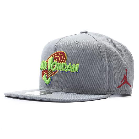 Другие товары JordanКепка Air Jordan Space Jam Snapback HatКепка Jordan, размерная, эластичная.<br><br>Цвет: Серый<br>Выберите размер US: 1SIZE