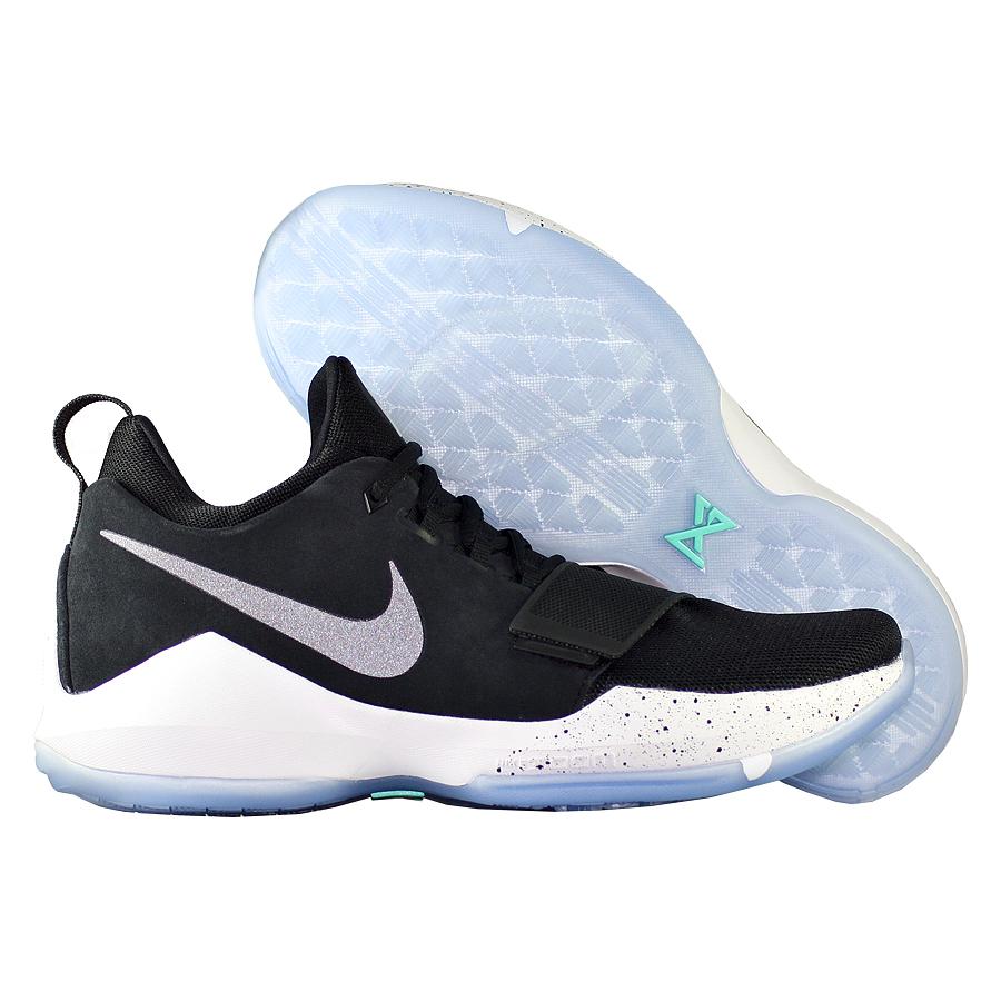 Кроссовки NikeКроссовки баскетбольные Nike PG 1 quot;Black Icequot;Первые именные кроссовки игрока НБА Кайри Ирвинга! Модель создана для очень быстрых и активных игроков. Она лёгкая, прочтая и удобная, обладает хорошей амортизацией. Подходит для игры на любой позиции.<br><br>Цвет: Чёрный<br>Выберите размер US: 10,5|11|11,5|12,5|13,5|16
