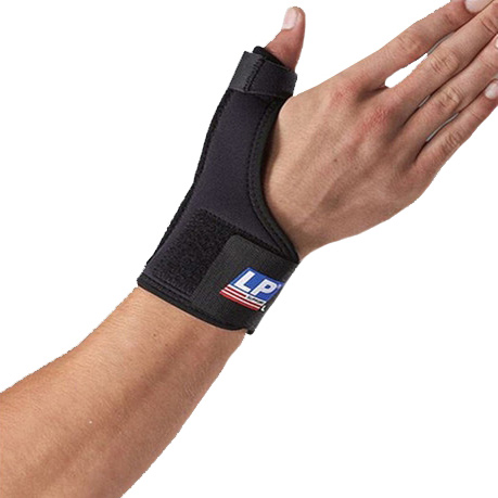 Другие товары LP SupportСуппорт запястья с металлической вставкой LP Extreme Wrist/Thumb Support<br><br>Цвет: Чёрный<br>Выберите размер US: 1SIZE