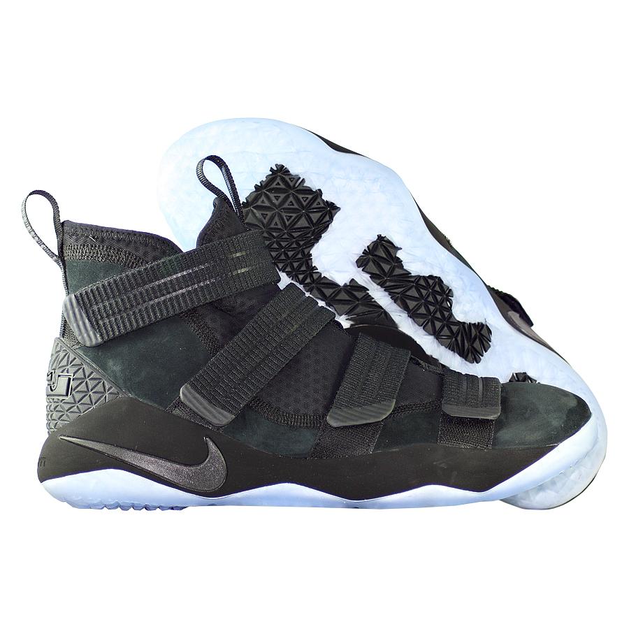 Кроссовки NikeКроссовки баскетбольные Nike LeBron Soldier 11 SFG quot;Prototypequot;<br><br>Цвет: Чёрный<br>Выберите размер US: 8|11,5