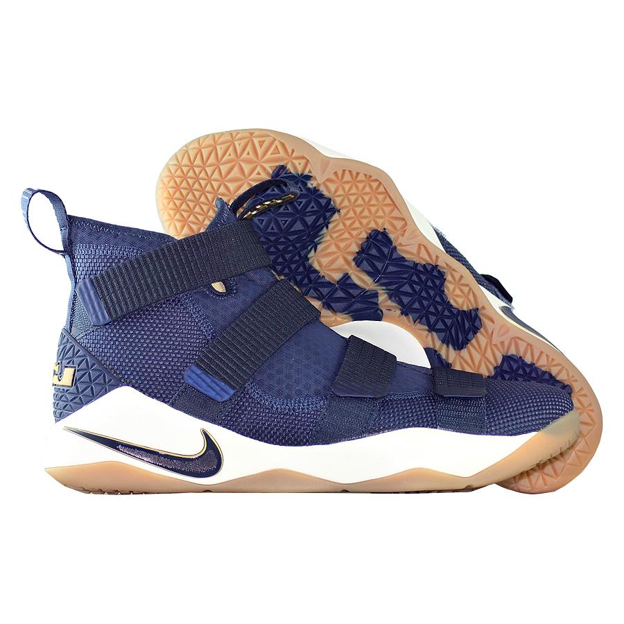 Кроссовки NikeКроссовки баскетбольные Nike LeBron Soldier 11 quot;Cavsquot;<br><br>Цвет: Синий<br>Выберите размер US: 8|10|12|13|15