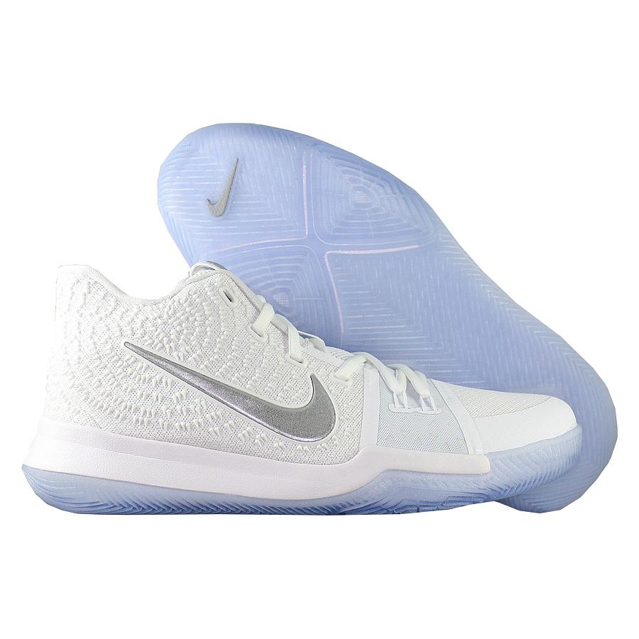 Кроссовки NikeКроссовки детские баскетбольные Nike Kyrie 3 quot;Chromequot; GSПервые именные кроссовки игрока НБА Кайри Ирвинга! Модель создана для очень быстрых и активных игроков. Она лёгкая, прочтая и удобная, обладает хорошей амортизацией. Подходит для игры на любой позиции.<br><br>Цвет: Белый<br>Выберите размер US: 6|6,5