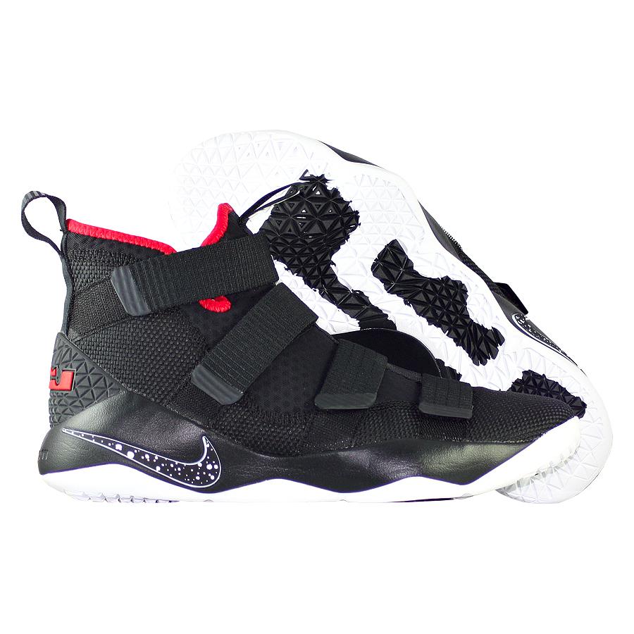 Кроссовки NikeКроссовки баскетбольные Nike LeBron Soldier 11 quot;Bredquot;<br><br>Цвет: Чёрный<br>Выберите размер US: 10,5