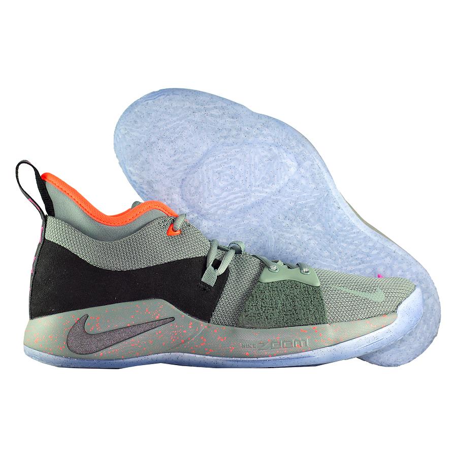 Другие товары NikeБаскетбольные кроссовки Nike PG 2 quot;All Starquot;Первые именные кроссовки игрока НБА Кайри Ирвинга! Модель создана для очень быстрых и активных игроков. Она лёгкая, прочтая и удобная, обладает хорошей амортизацией. Подходит для игры на любой позиции.<br><br>Цвет: Серый<br>Выберите размер US: 8|9|10|10.5|11.5|14